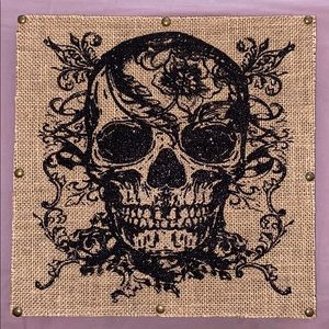 NWT Skull 💀 wall hanging w/subtle black sparkles